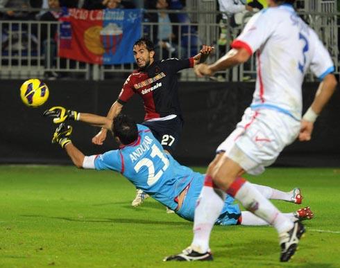 Andujar nega il gol a Sau (Foto Enrico Locci)