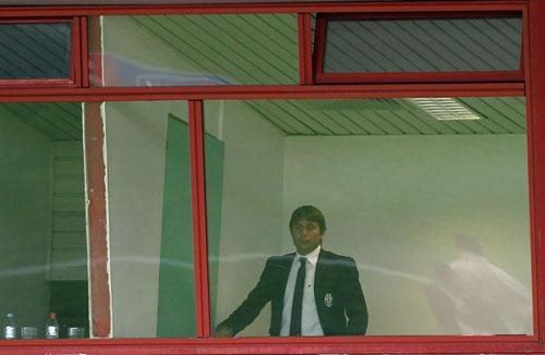 """Mister """"Parrucchino"""" Conte, in castigo nel match d'andata al """"Massimino"""" (Foto M.Lagana)"""
