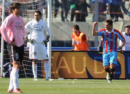 Bergessio firma il 2-0 del match del 3 aprile 2011 finito 4-0 (Tullio M.Puglia)
