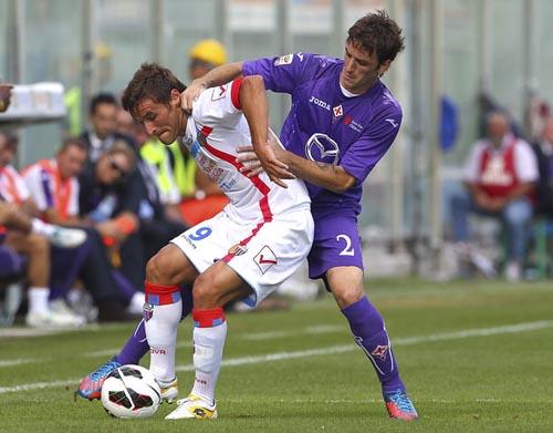 Bergessio contrastato da Rodriguez (Foto: Marco Luzzani)
