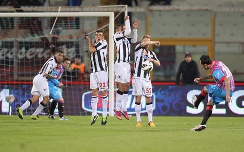 Francesco Lodi insacca la punizione per il 3-1 della scorsa stagione (Foto: M.Lagana)